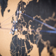 Eine Weltkarte mit Pins darin